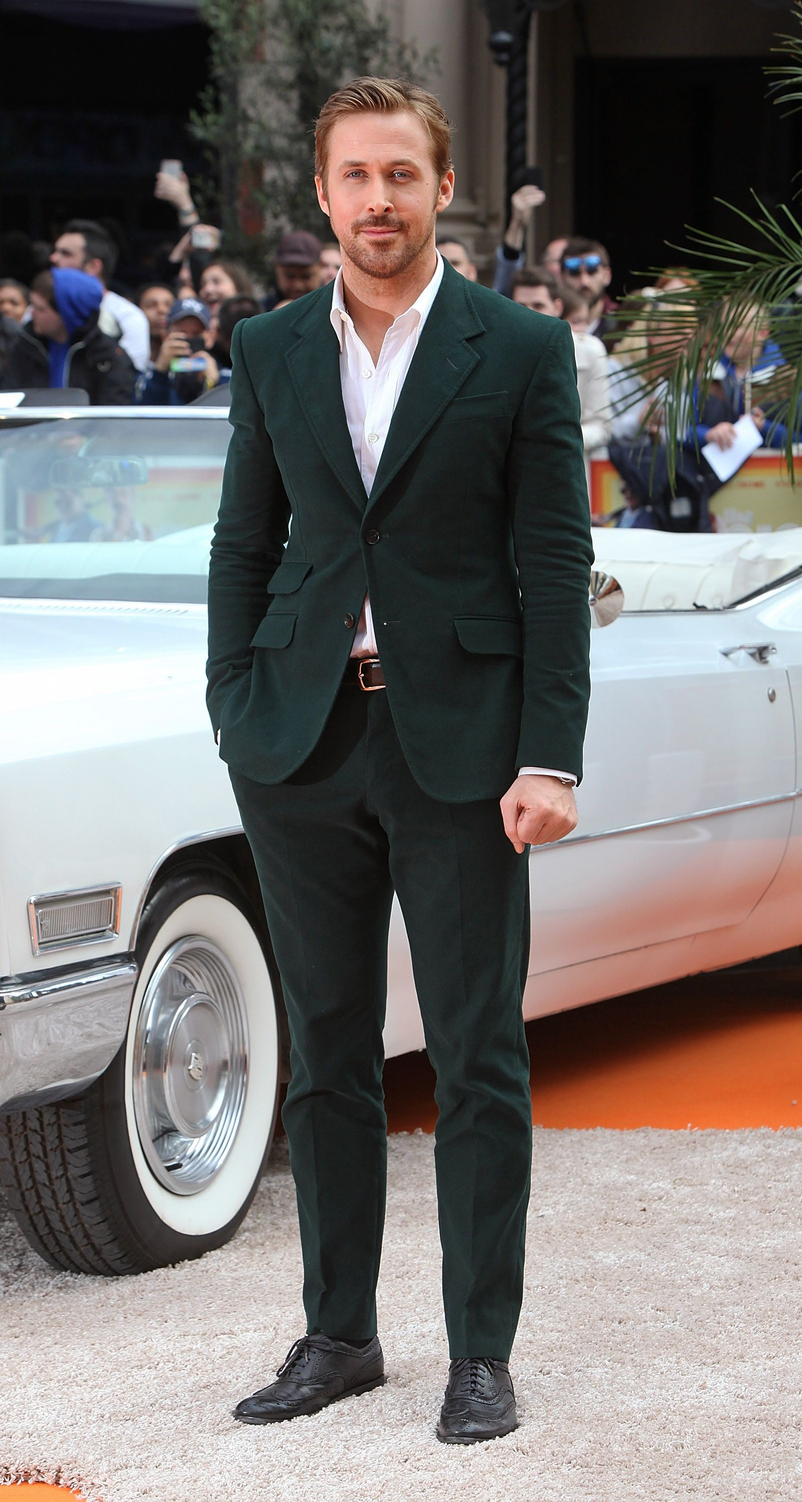 """9e5aee571 Ryan Gosling wore a Gucci green corduroy Made to Order Heritage suit to  """"The Nice Guys"""" premiere in London."""