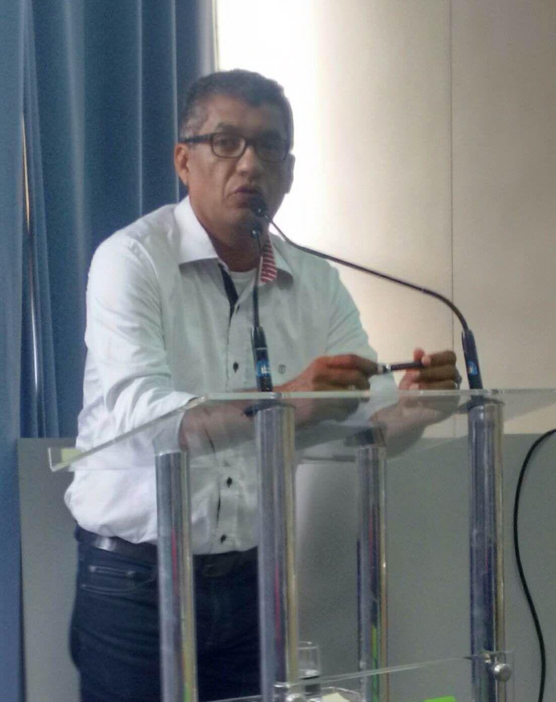 Ronaldo Freire Andrade em flagrante durante discurso que pôs fim a intenso processo de negociação entre os FAUs e o Executivo de Serra, ES