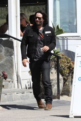 WHY DO WE LOVE KEANU? Because of the way his toes turn in just a tiny bit from all those years of hockey. (chicfoo) keanu