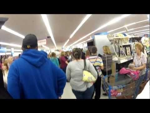 Walmart Black Friday Girl Flips Out Flip Out Black Friday Girl