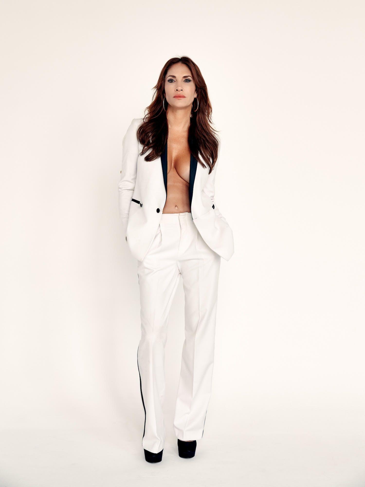 I love white, clean and crisp… ;) #halliehart #artist #modern #fierce #chloe @armani