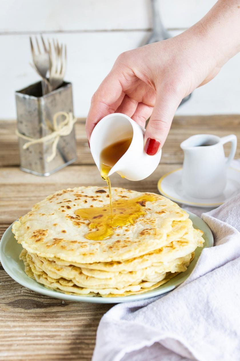 Pfannkuchen Vegan Zubereitet Liegen Auf Einem Teller Mit Einer Gabel Leckere Vegane Rezepte Pfannkuchen Rezepte
