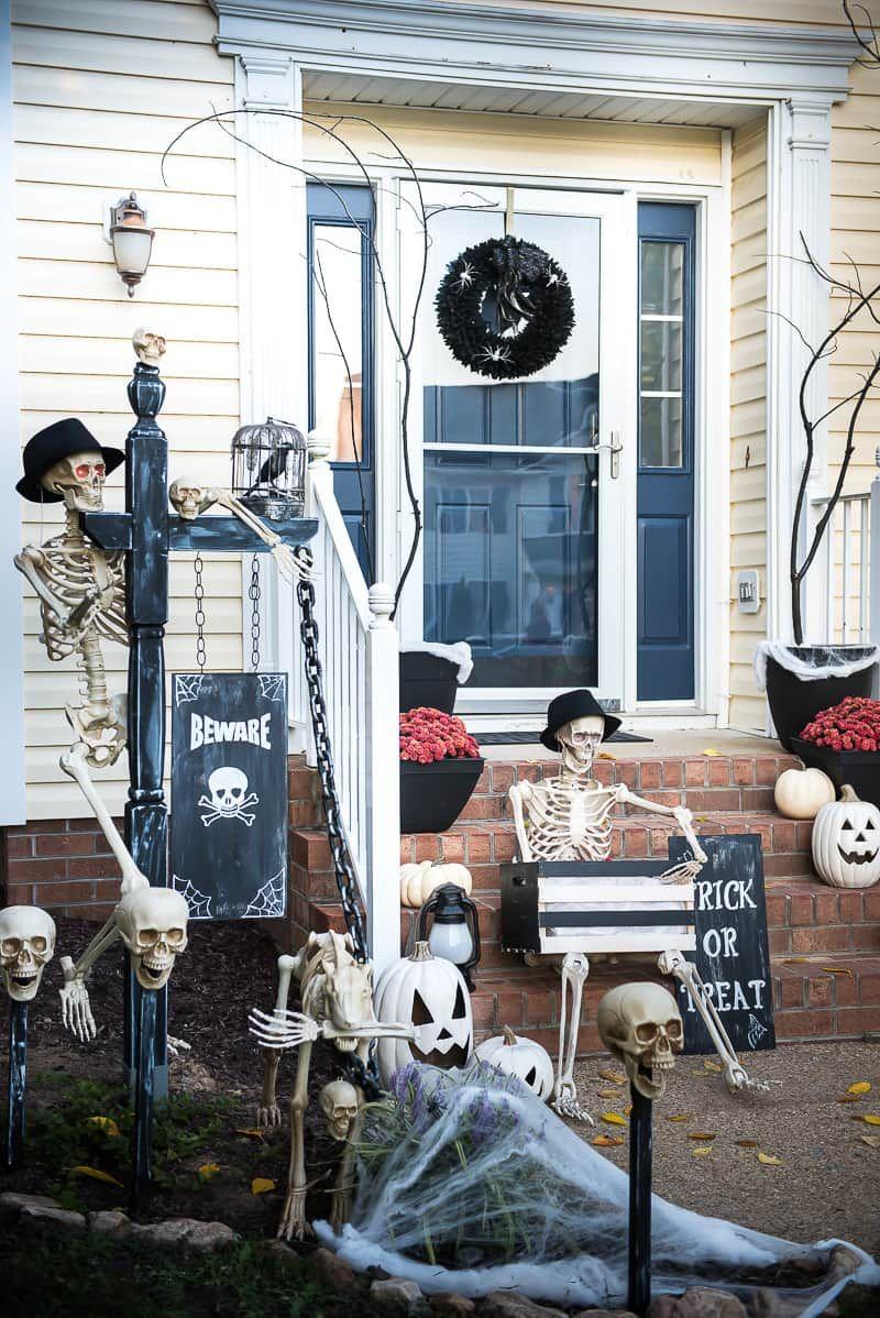 19 Easy Diy Halloween Outdoor Decoration Ideas Homelovr Halloween Front Porch Decor Halloween Porch Decorations Halloween Diy Outdoor