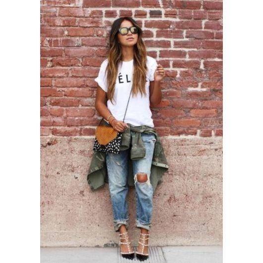 4b97ab2d3e0b FASHION TIPS  12 τρόποι για να φορέσεις το σκισμένο τζιν αυτό το φθινόπωρο!  - Tlife.gr