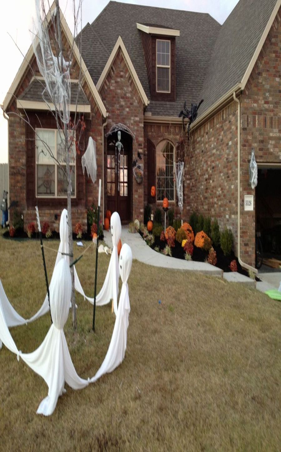 23 Unique Most Fascinating Outdoor Halloween Decorations That