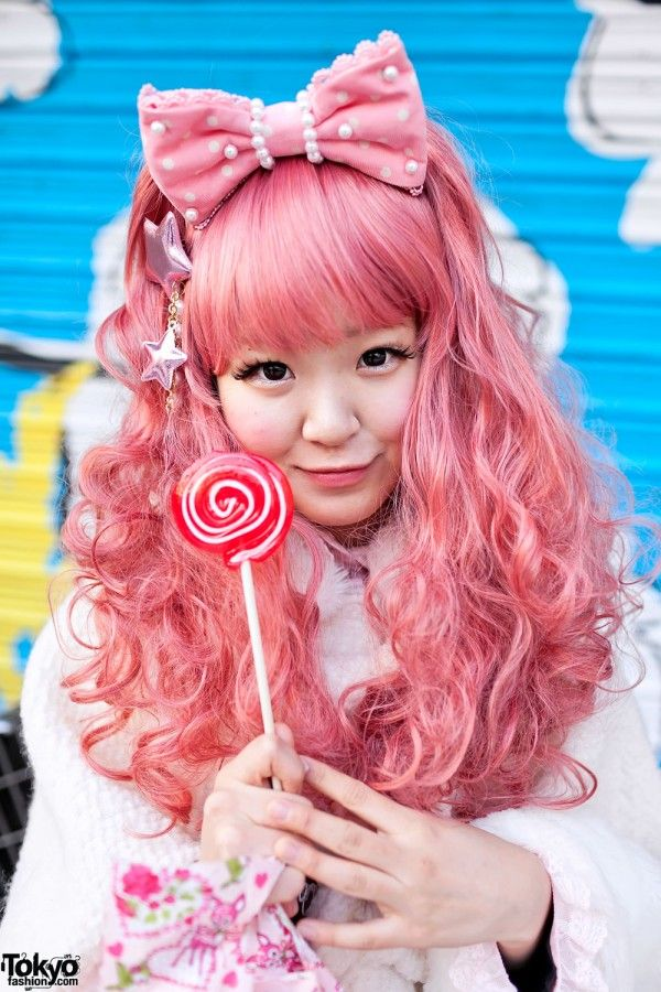 Love this shade of pink hair. Reminds me of strawberry fanta.