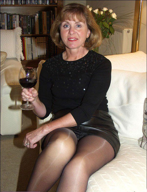 Pantyhosed business milfs jilling off 6