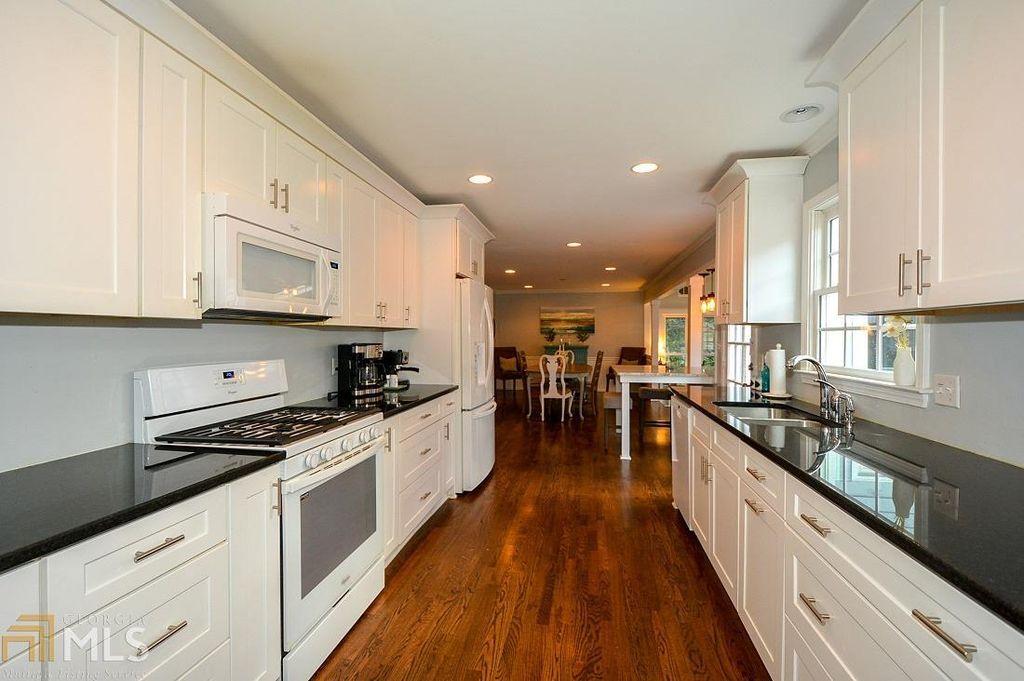 1441 Brookcliff Dr Marietta Ga 30062 Zillow Home Family Kitchen Kitchen Cabinets