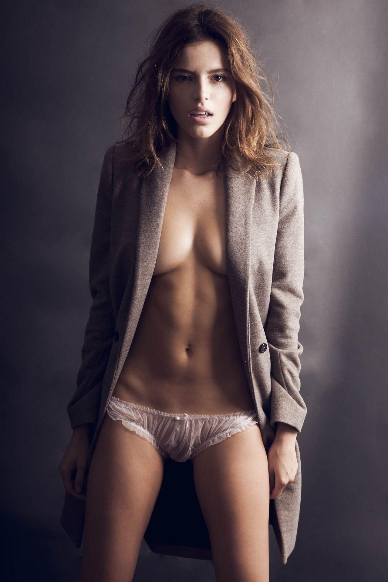 Lina Shabani Nude Photos 12