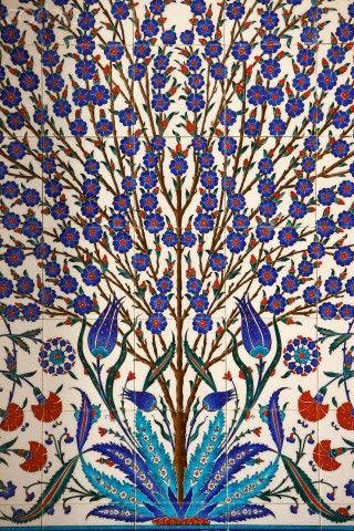 Sheikh Zayed Grand Mosque,Abu dhabi The Mosque has 80 Iznikpanels ...