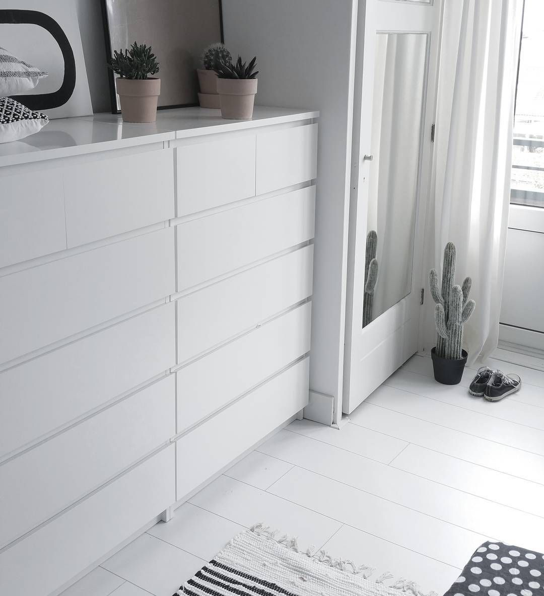 Malm Ikea Fur Das Ankleidezimmer Ideal Fur Tucher Unterwasche T Shirts Strickjacken Walk In Closet Ikea Bedroom Decor Design Chic Bedroom Design