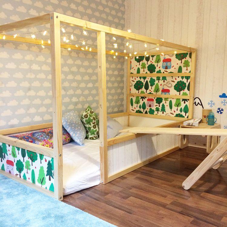 Ikea Kura Bett Umgestalten Holz Hell Tapete Wolken Motive Lichterkette Bedroom Kids Kidsroomideas