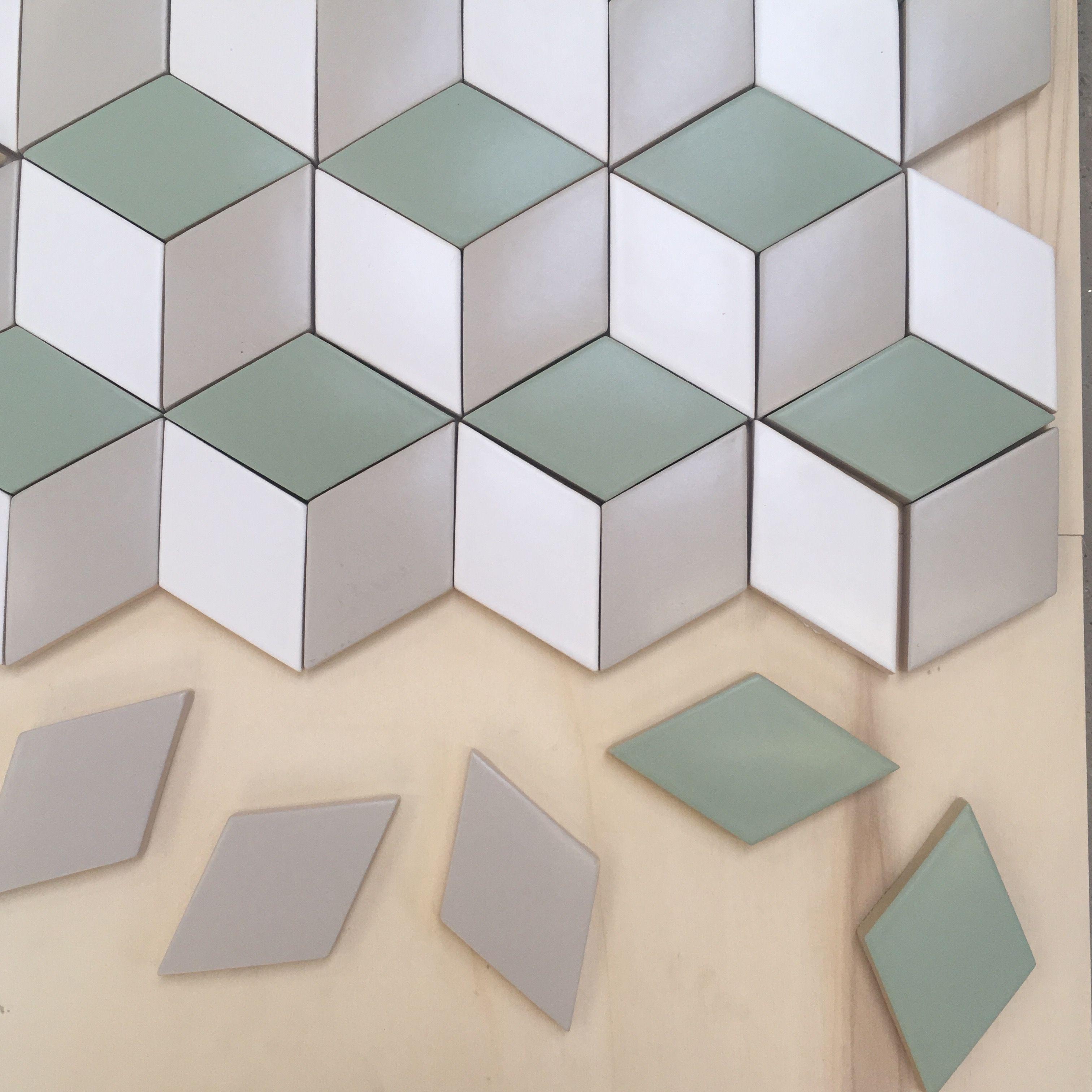 Credence Cuisine Marbre Blanc petits losanges en coulage #ceramique #tiles #carrelage
