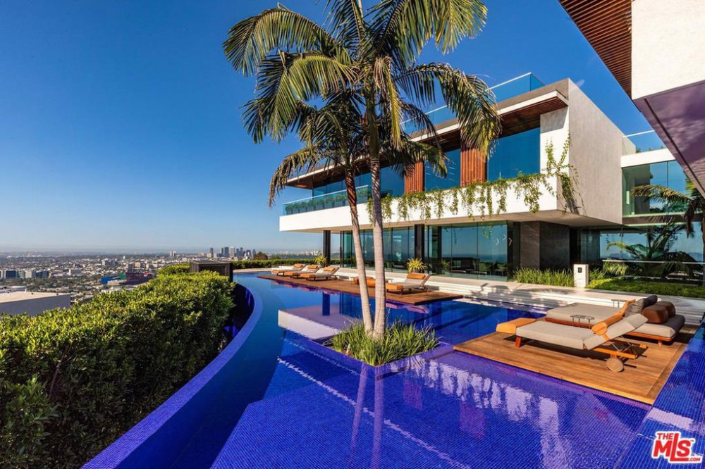 Following 1b Exit Quest Founders Tom And Lisa Bilyeu Acquire 35 5m Trophy In L A American Luxury In 2020 Hollywood Hills Hollywood Hills Homes Big Houses