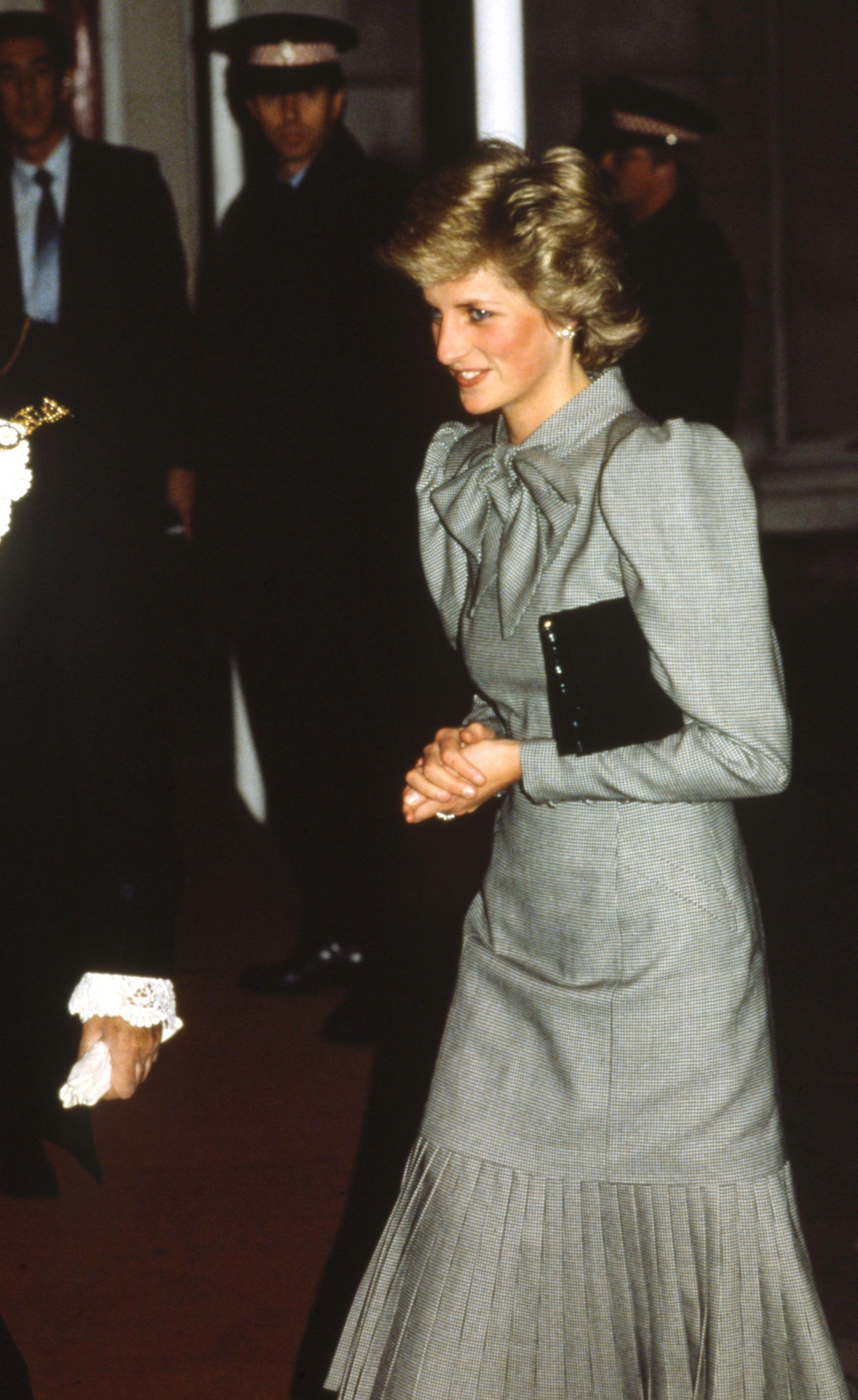 50 Shades Of Grey Dresses Princess Diana In A Grey Dress Princess Diana Fashion Princess Diana Dresses Diana [ 3781 x 2317 Pixel ]