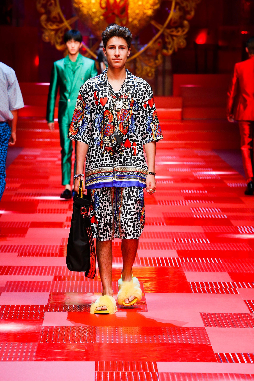 Discover Videos and Pictures of Dolce   Gabbana Summer 2018 Menswear  Fashion Show on Dolcegabbana.com. e2d1695e543f