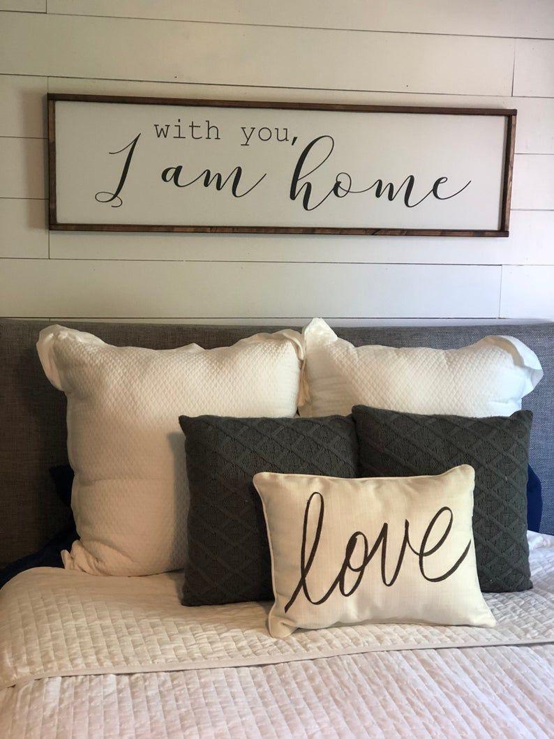 Avec Vous Je Suis A La Maison Au Dessus Du Signe De Lit Etsy Bedroom Decor For Couples Master Bedrooms Decor Wall Decor Bedroom