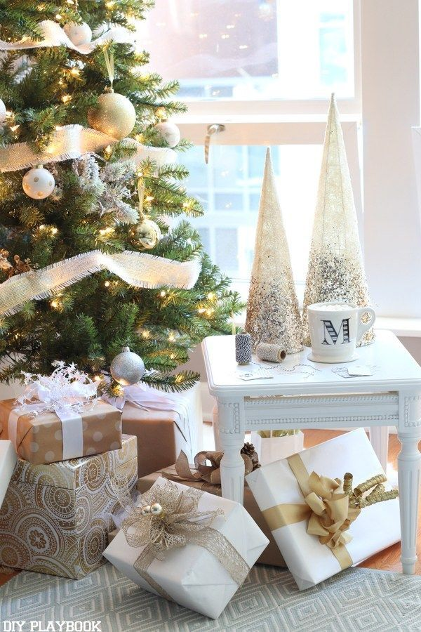A Gorgeous Gold Silver Glamorous Christmas Tree With Images Glamorous Christmas Glamorous Christmas Tree Christmas Decorations