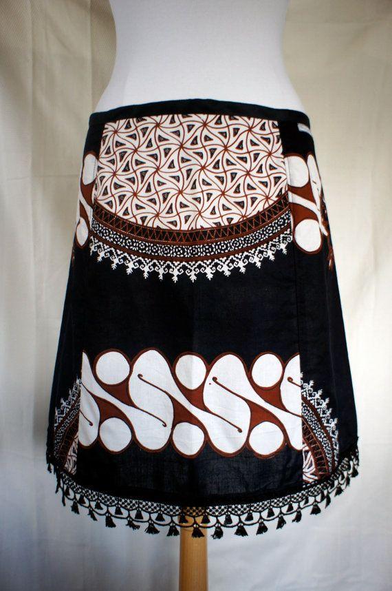 A-lijn rok, print, Indonesie, upcycle tafelkleed, zwart wit roodbruin, kant, abstract, ornament, maat Medium
