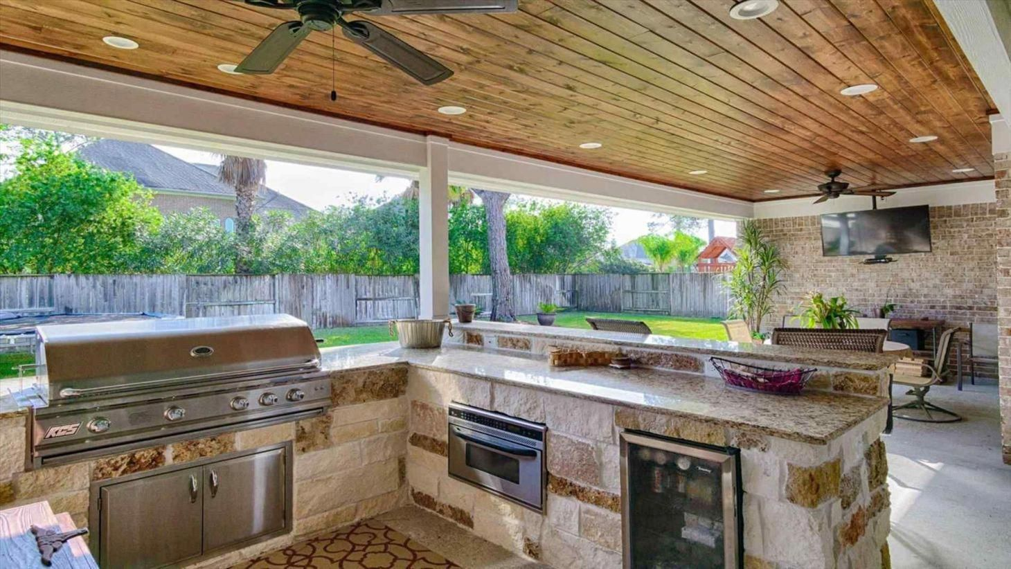 Pin By Crystal Cornett On Outdoor Kitchens In 2020 Covered