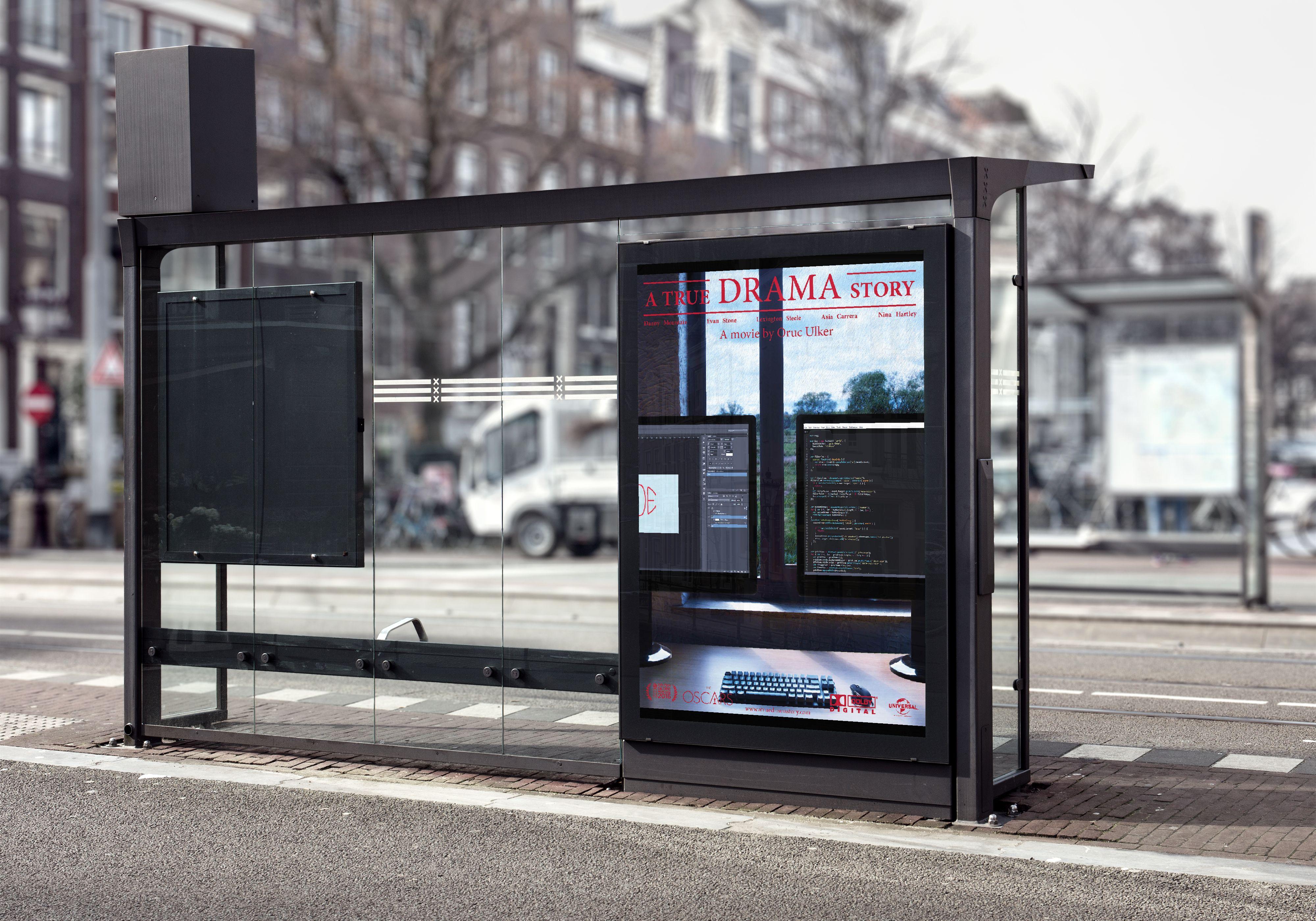 Reclame poster 2 op een bus halte.