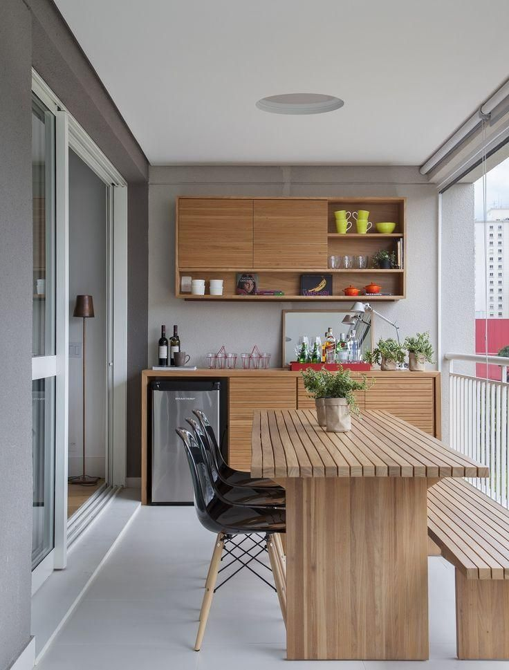 Sala de refeições na sacada de apartamento.  http://www.decorfacil.com/salas-de-jantar-pequenas/