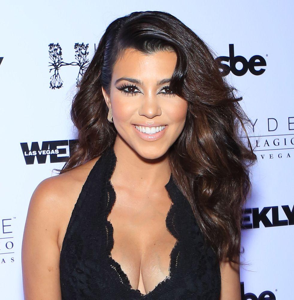 Kourtney Kardashian Shares A NoMakeup Selfie  Makeup