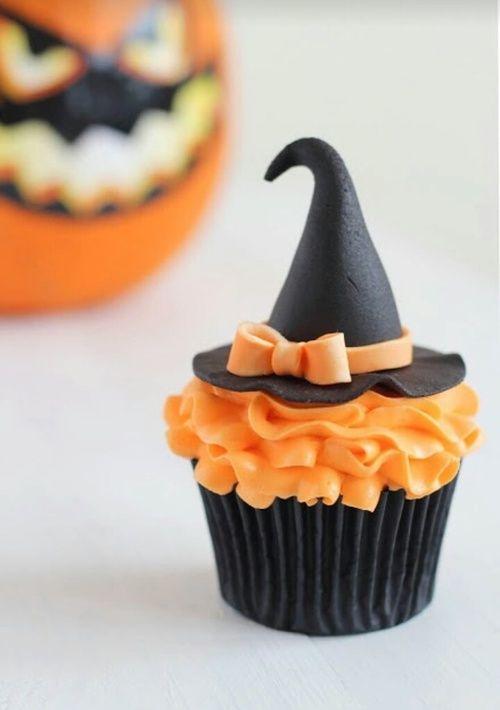 夏が終わって、次のイベントはハロウィン!ハロウィンと言えば「お菓子くれなちゃいたずらしちゃうぞ」ですよね。ハロウィンにぴったりな可愛いお菓子のレシピを集めました。クッキーやマフィン、ケーキや冷たいデザートまで。プレゼントにもホームパーティにもぴったりなハロウィンお菓子レシピです。