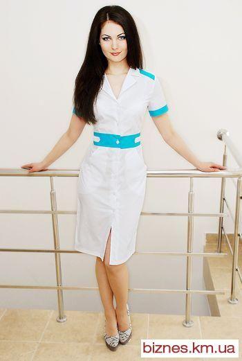 Русская медсестра в розовом халате