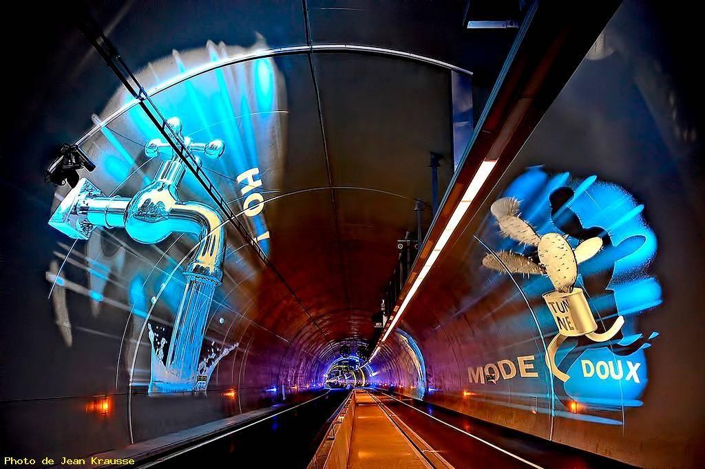 LYON - ( Rhône - 69 - France ) - Illumination du tunnel de la Croix Rousse