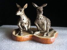N.O.S Australia Ceramic Grey Kangaroos Salt & Pepper Shaker On Base