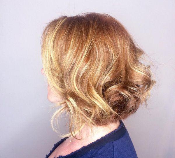 Verschiedene Haarfarben Mit Blonden Strähnen Mittelblond