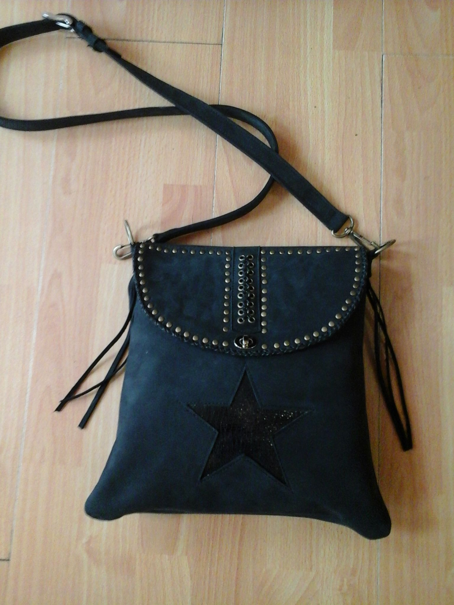 Crossbody leather black bag. Hand made by Muxus Cartera