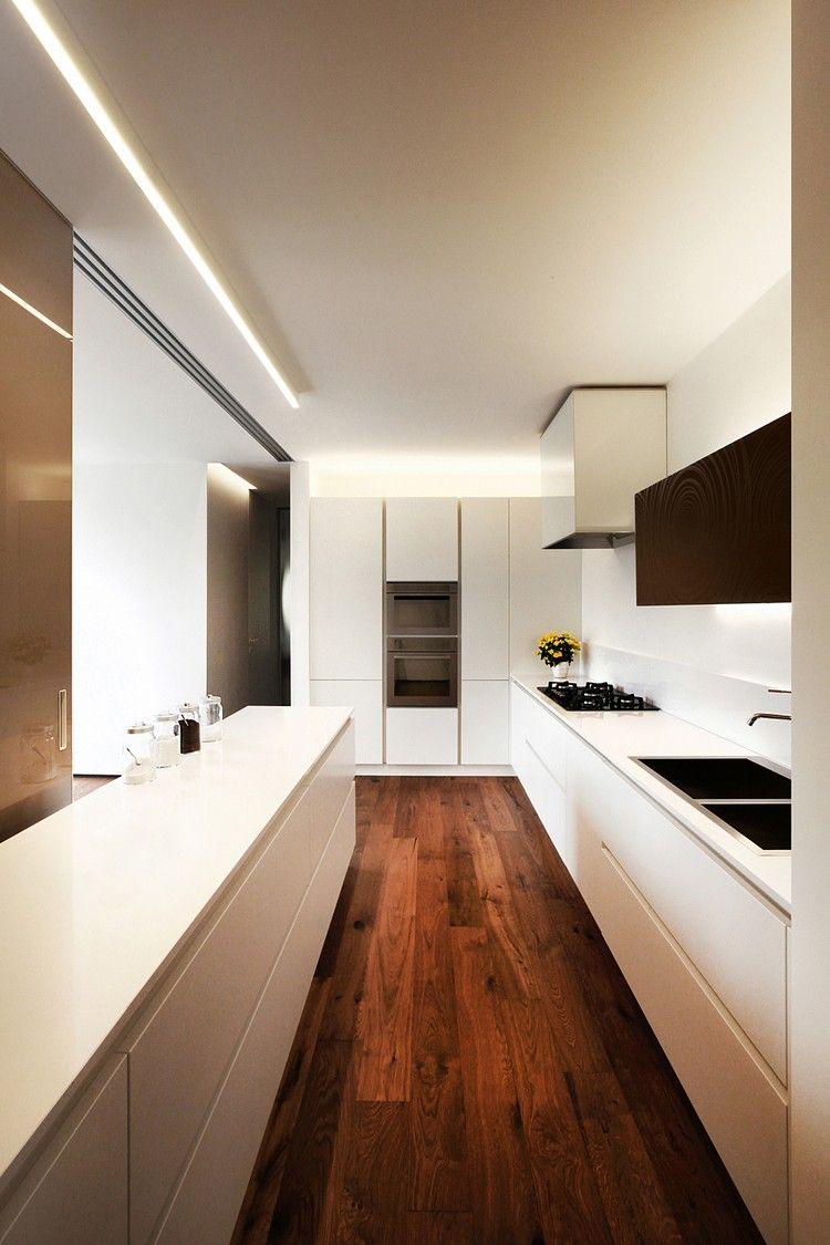 beliebtes Beleuchtungskonzept für Küchen mit Oberschränken ...