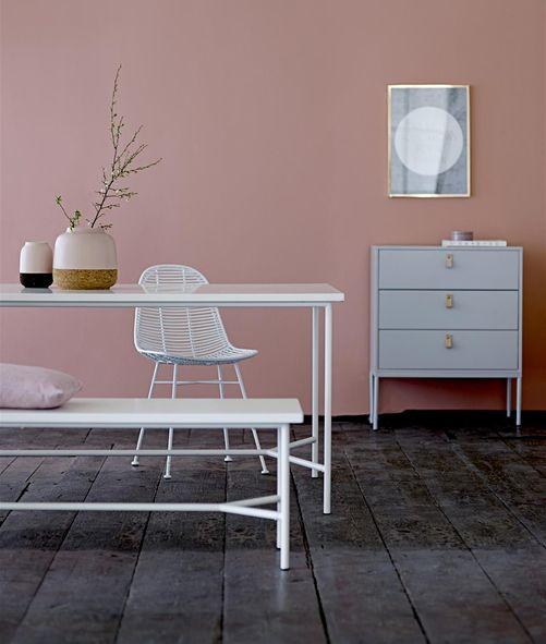 witte eettafel met bankje en een oud roze. Black Bedroom Furniture Sets. Home Design Ideas