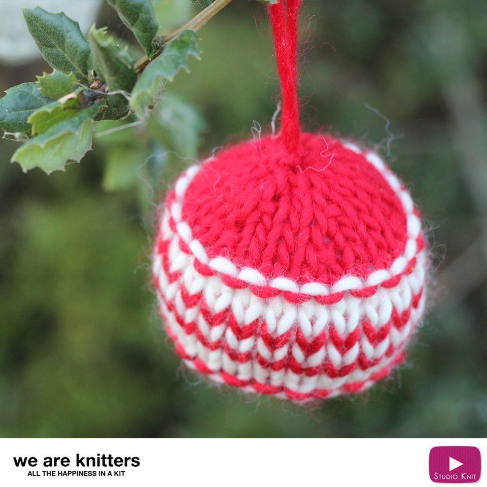 How to Knit Xmas Ball HOLIDAY ORNAMENTS | Knitting patterns, Xmas ...