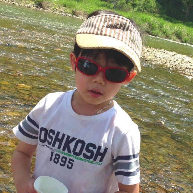 아이들과 강가에 놀러옴