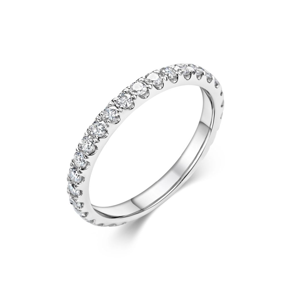 This Timeless And Beautiful Ring Is The Perfect Eternal Wedding Band It Has A High Degree Of Comfort When It Is Worn Since T Schöne Ringe Trauringe Edelsteine