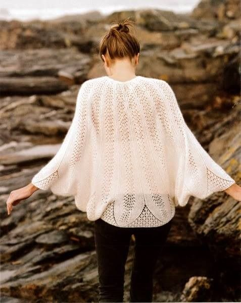 superbe gilet poncho femme en blanc tricot fait main pulls gilets par mes petites pelotes. Black Bedroom Furniture Sets. Home Design Ideas