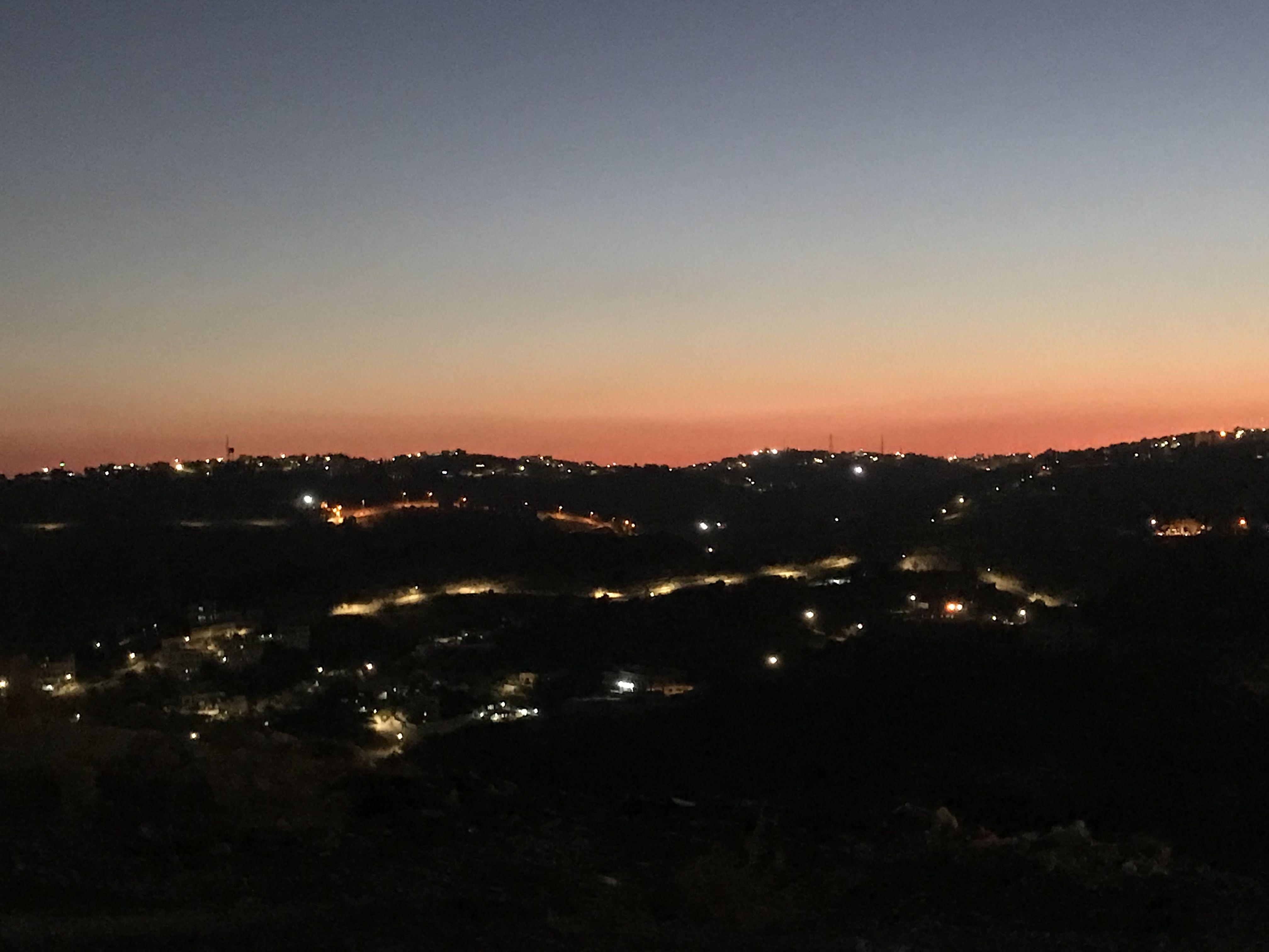 تراقصت امام عيناي اضواء المدينة بعد المغيب وكل ما تراءى لي هي عيناك وابتسامة مع الشفق تبدد الليالي الحزينة Amman Summer 2018 Celestial Sunset Outdoor