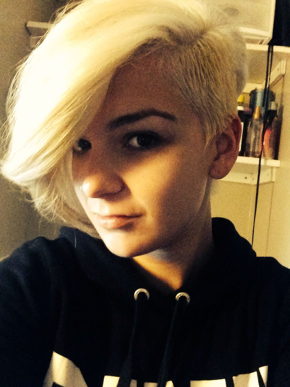 Undercut blonde love it shaved side Shaved sides Pinterest