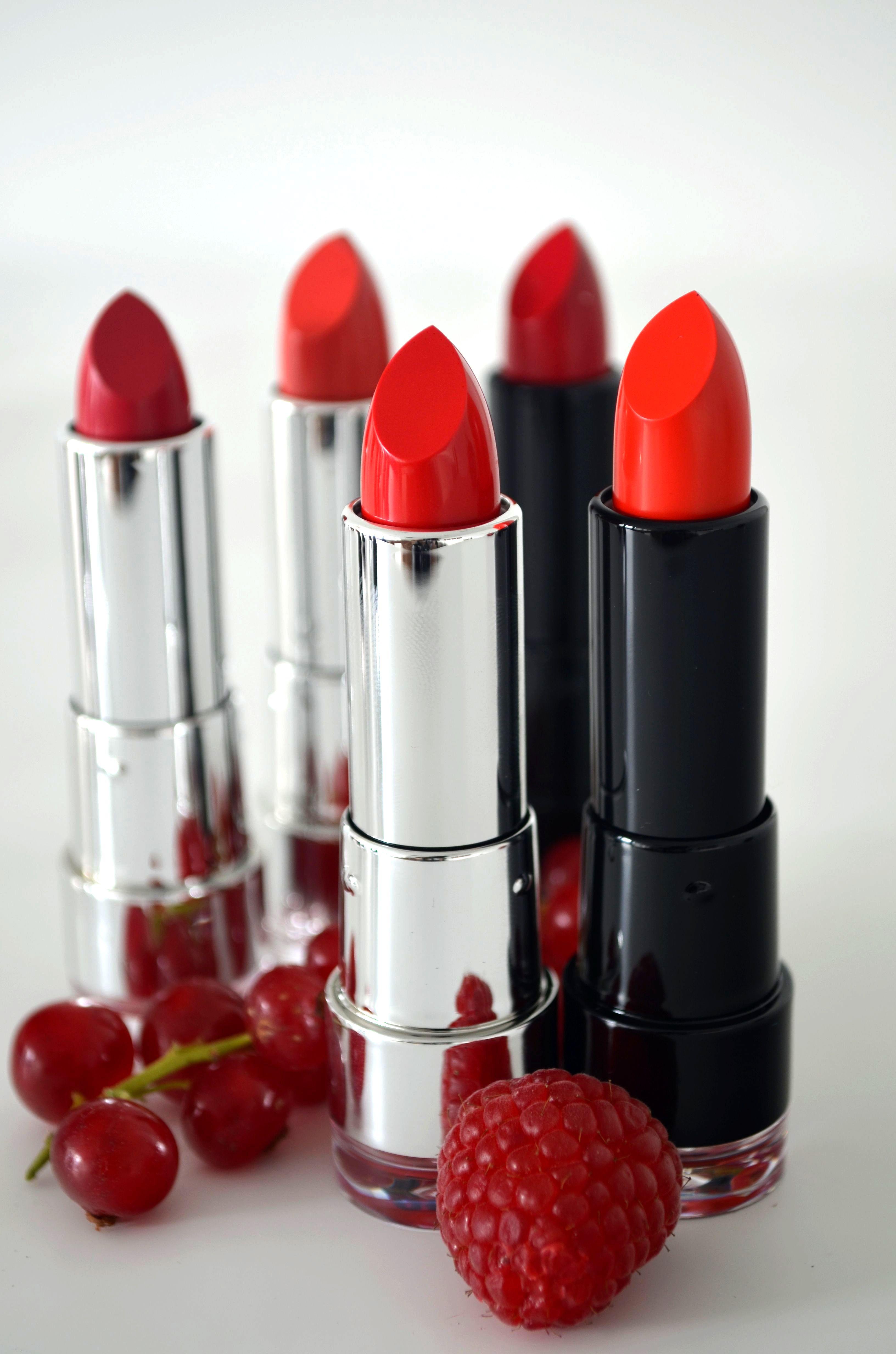 Rote #Lippen soll man küssen … Da findet jede #Lippenstift #Liebhaberin den richtigen Ton. Henrike, Sabrina und Yvonne haben die neue #dm Marke TREND IT UP entdeckt. Super! #MakeUp #Trend #MagMag #AlleeCenterMagdeburg