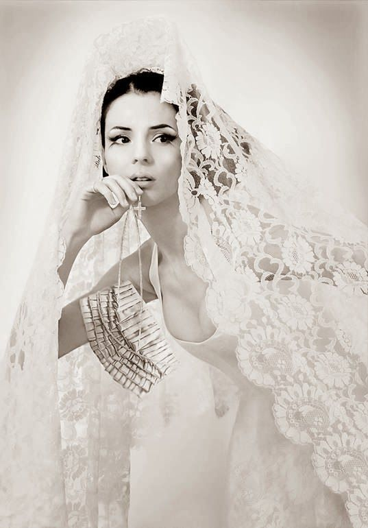 Spanish style wedding gowns are so beautiful. She wants to recreate ...