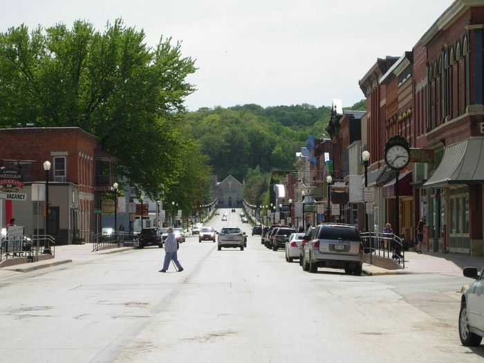 Mcgregor Iowa Is A Gorgeous Little River Town In Northeast Right Next To The Beautiful Pikes Peak State Park