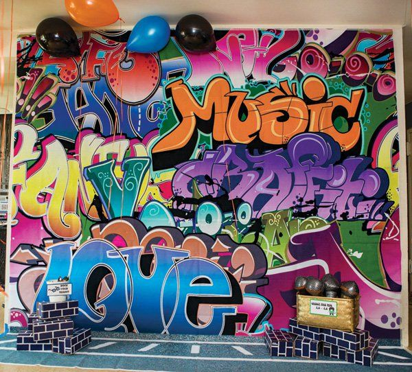 Rockin 39 old school hip hop dance birthday party graffiti for 90 s decoration ideas