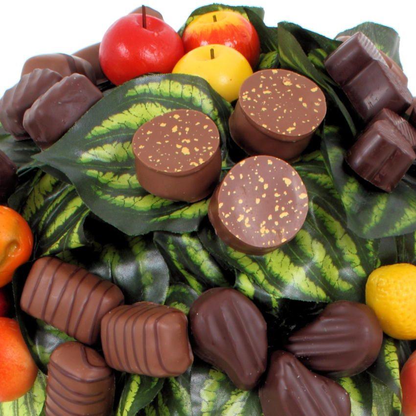 Le fleuriste gourmand réinvente la nature, et si les chocolats poussaient dans les arbres… une utopie ? L'arbre chocolat s'impose comme un rêve à tous les gourmands. Beaux et succulents, le destinataire pourra succomber au plaisir des yeux et du palet. $72.43