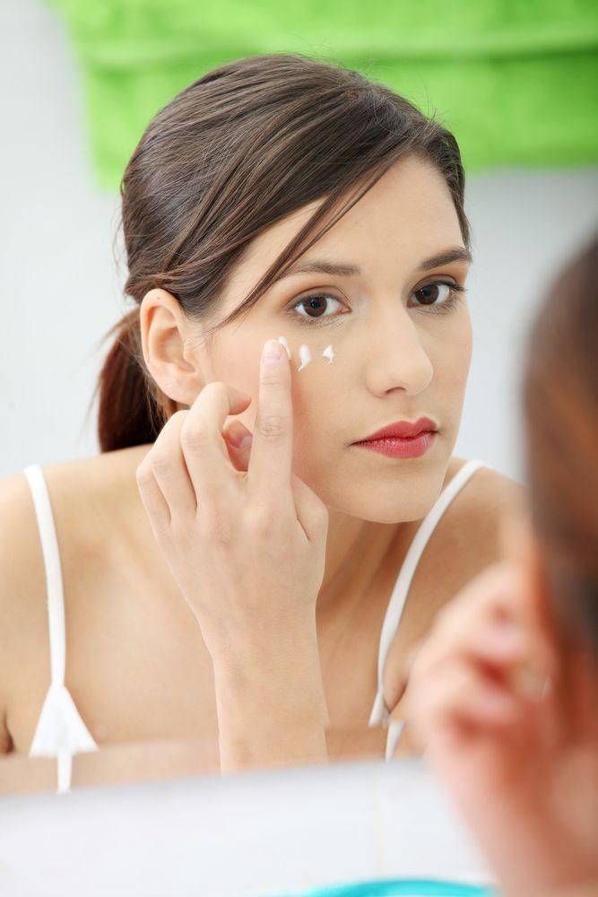 Analysis Of The Skin Around The Eyes Skin Care With Evlin Symon