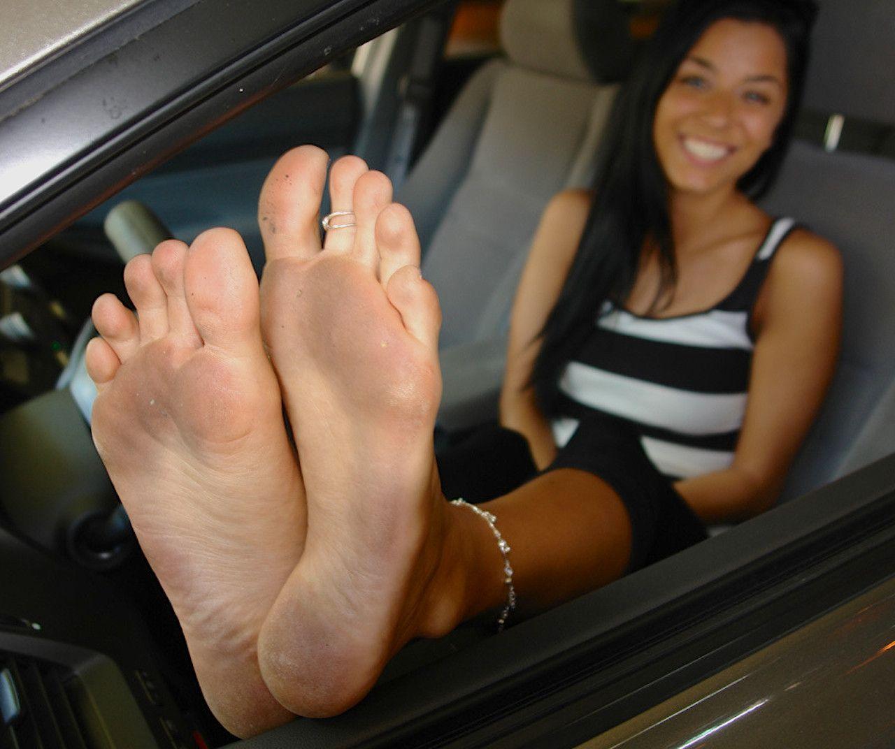 feet cum Teen