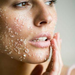 5 gommages visage faits maison pour un effet bonne mine masque gommage visage fait maison - Masque visage maison bonne mine ...