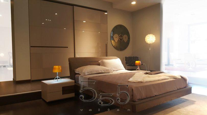 Camera da letto elegante moderna composta da: comodino Prestige ...
